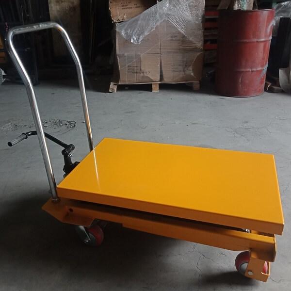 Xe nâng hàng mặt bàn kéo đẩy bằng tay 800kg