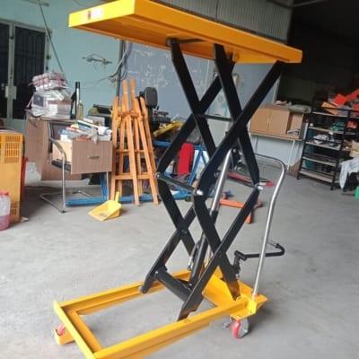 Xe nâng mặt bàn 800kg cao 1500mm