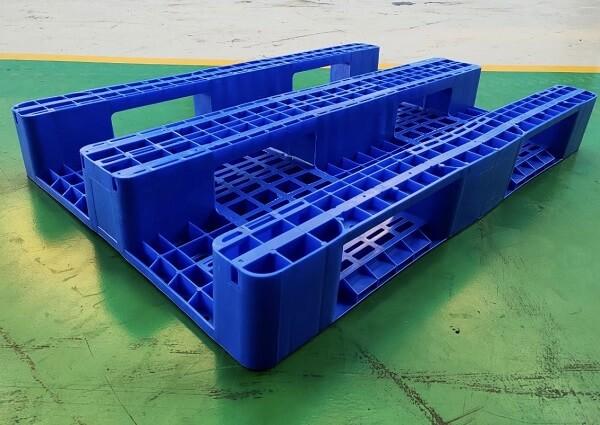 Pallet nhựa 1 mặt dùng cho mọi xe nâng