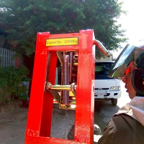 Bộ kẹp phuy đôi tải 1 tấn DG1000a