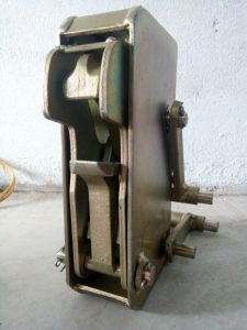 Mỏ bộ kẹp thùng phuy sắt giá rẻ