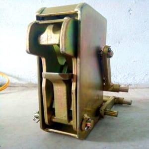 Mỏ bộ kẹp phuy có sẵn tại kho Hưng Việt