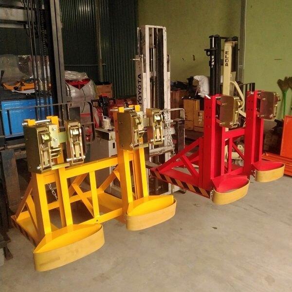 Bộ kẹp DG1000B (4 mỏ) và DG1000A (2 mỏ) đều cho tải trọng nâng 1 tấn