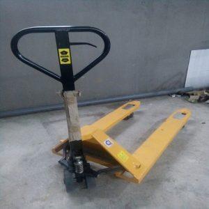 Cho thuê xe nâng tay kéo pallet tại HCM