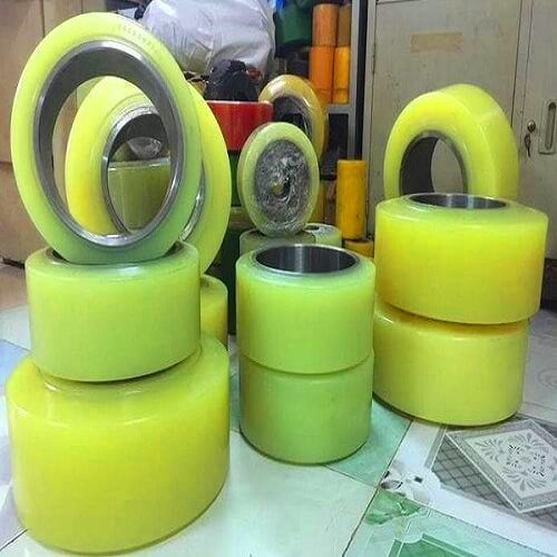 Đắp PU bánh xe nâng điện chất lượng cao tại HCM