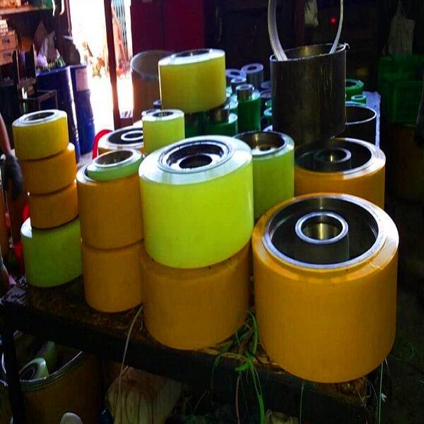 Dịch vụ bọc bánh xe nâng điện PU chất lượng cao