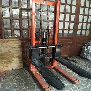 Xe nâng tay cao cũ 1 tấn - 2 tấn có sẵn tại kho Hưng Việt