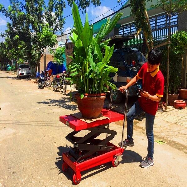 Xe nâng mặt bàn cho nhà vườn