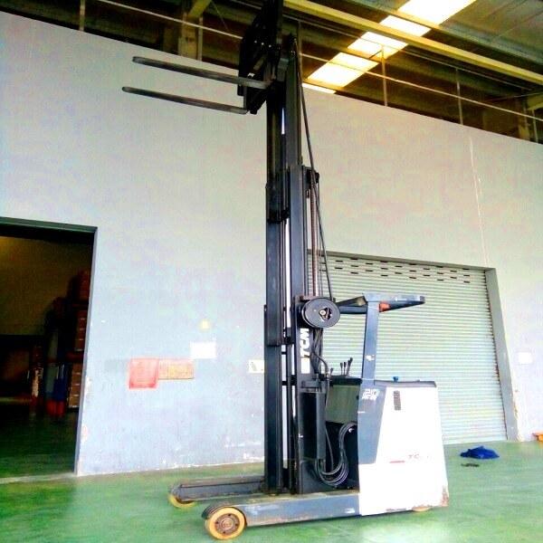 Xe nâng điện đứng lái 1,5 tấn cao 5m hiệu TCM