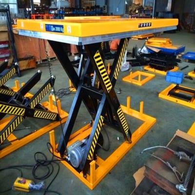 Thuê bàn nâng điện tại Hưng Việt là điều dễ dàng