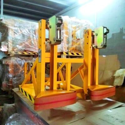 Bộ kẹp gắp thùng phuy sắt đôi có sẵn tại Hưng Việt