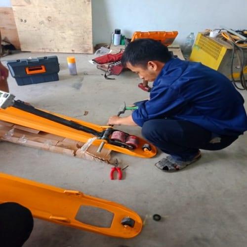 Dịch vụ sửa chữa xe nâng tay tại tận nơi tại HCM