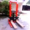 Xe nâng tay cao 1,5 tấn lên 2m có sẵn tại Hưng Việt