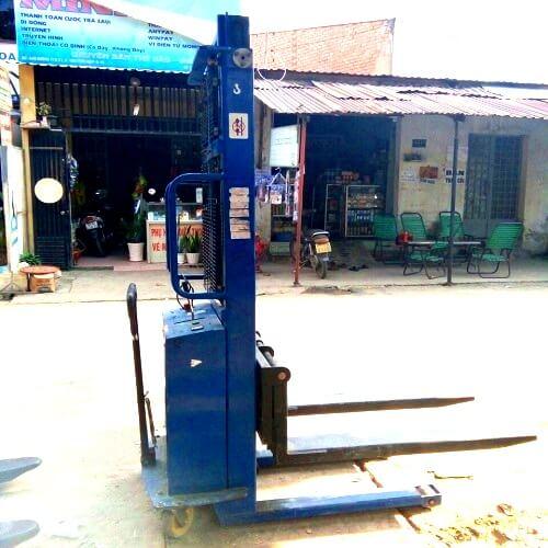 Xe nâng bán tự động 1 tấn lên 2m tại Hưng Việt