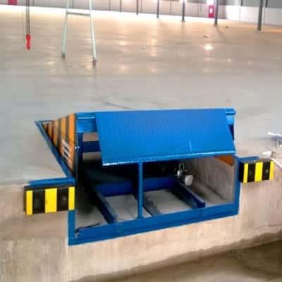 Cầu dẫn lên container 8 tấn hàng nhập khẩu