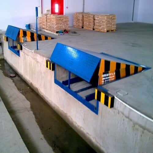 Sàn dẫn xe nâng lên container giá rẻ có sẵn tại Hưng Việt