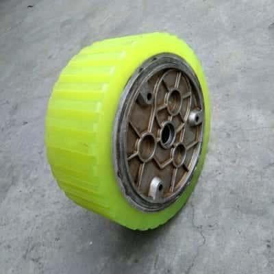 Bọc bánh xe lâu sàn bằng PU - Đắp bánh xe PU giá rẻ