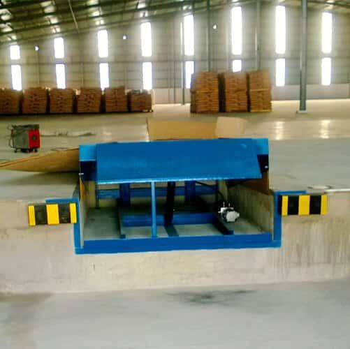 Cầu dẫn xe nâng lên container được Hưng Việt lắp đặt tại HCM