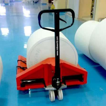 Xe nâng cuộn giấy giá rẻ tại HCM