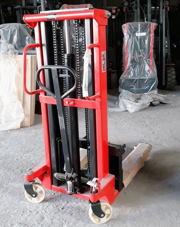Xe nâng tay cao 1 tấn và 1,5 tấn cao 2m hàng có sẵn tại HCM