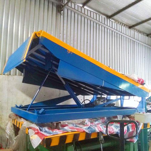 Cầu lên container 12 tấn giúp xe nâng lấy hàng dễ dàng