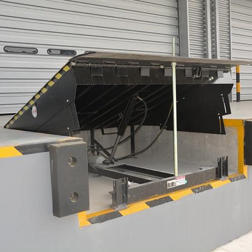 giá cầu dẫn xe nâng lên container