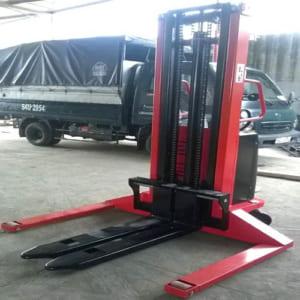 Xe nâng bán tự động chân rộng 1 tấn cao 2m
