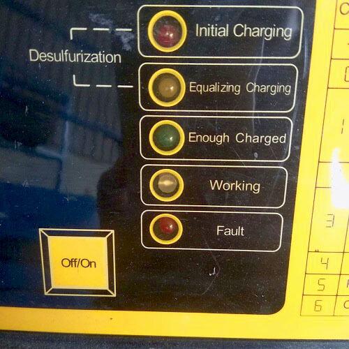 Hệ thống đèn báo hiệu quá trình sạc