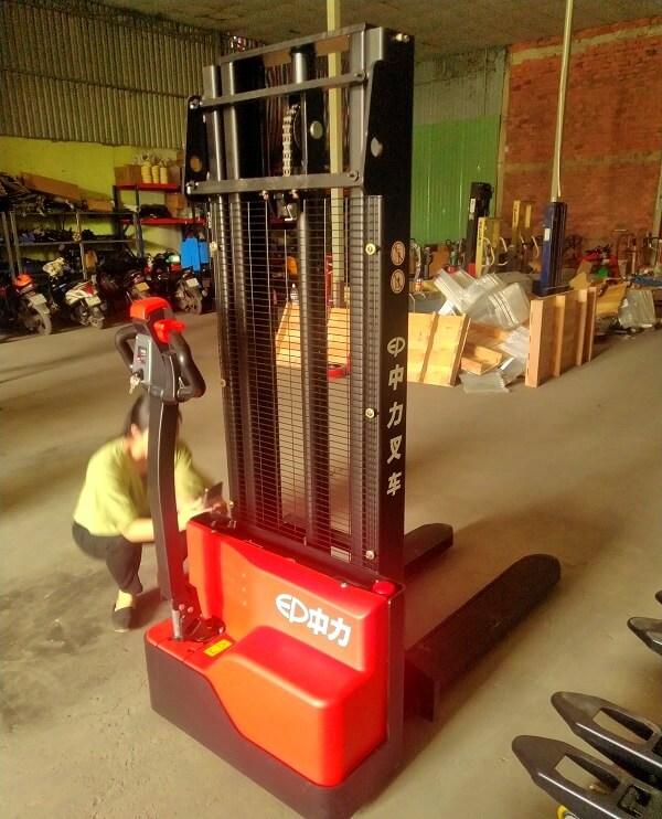 Xe nâng điện kéo tay cao 3000mm tải trọng nâng 1,2 tấn
