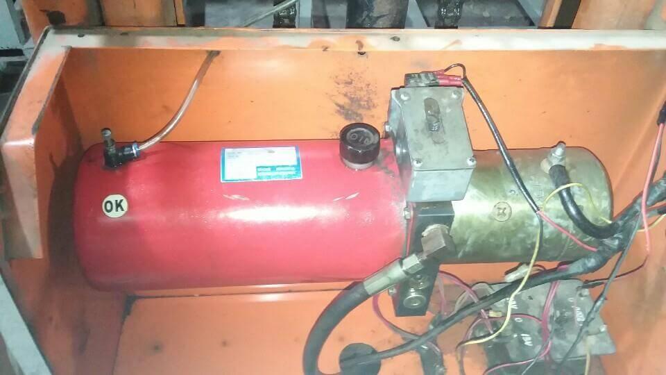 Motor điện DC cũ lắp trên xe nâng bán tự động