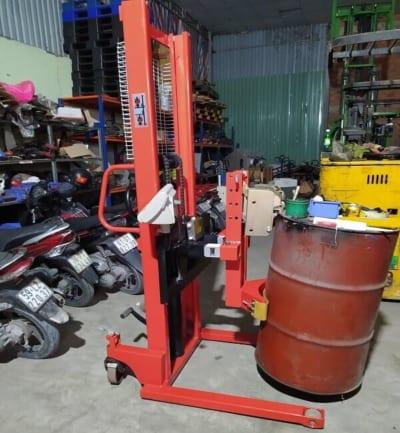 Dùng mỏ kẹp phuy đôi 800kg giúp chịu tải và tăng hiệu quả của cân
