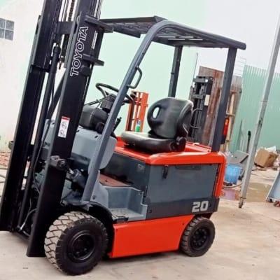 Xe nâng điện cũ 2 tấn cao 3m hiệu Toyota hàng có sẵn tại HCM